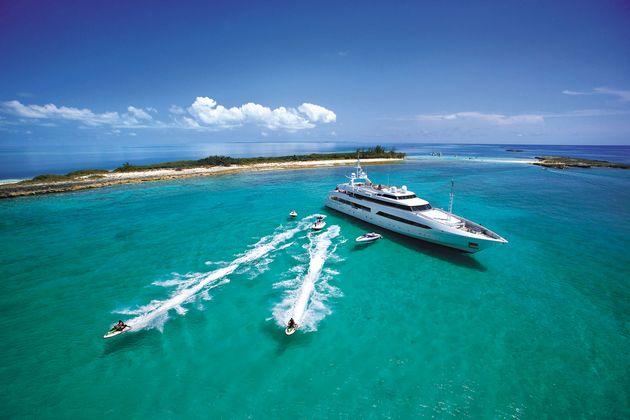 Offerte di lavoro sugli yacht di lusso. Stipendi fino a 7000$ al mese!