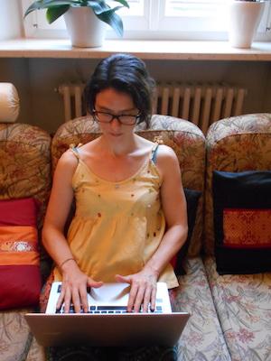 Simona lavora viaggiando il mondo