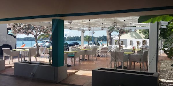 Bar a Corfù (Grecia) assume personale
