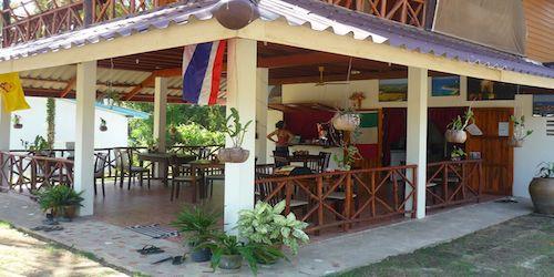 Vendesi ristorante italiano in un'isola thailandese - Esterno