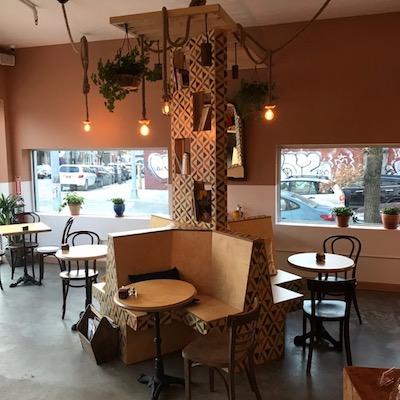 Ottima opportunità per rilevare un Bar Caffetteria a Brooklyn - tavolini