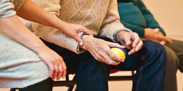 Si assumono assistenti agli anziani in Scozia