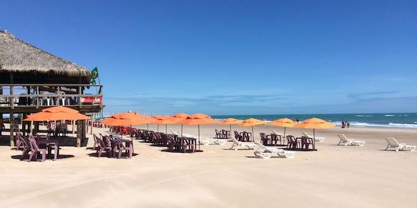 Vendesi chiringuito e hotel sul mare in Brasile